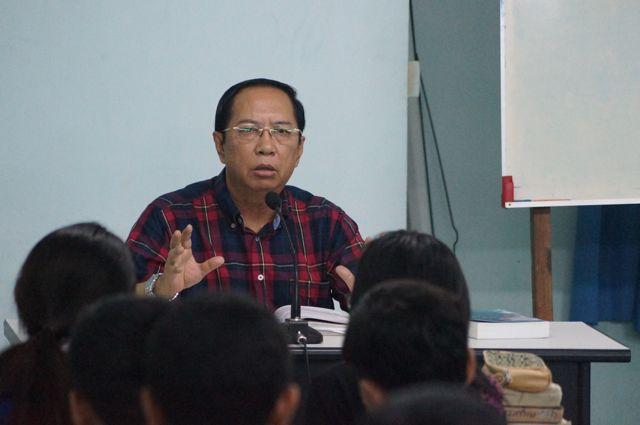 Dr. Mung teaching