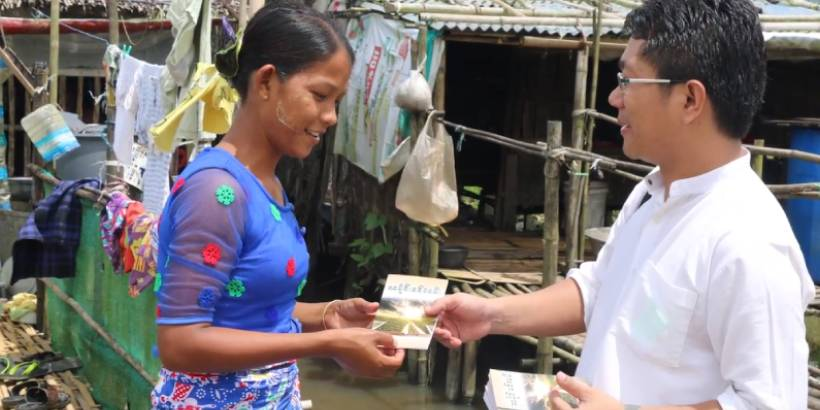distributing gospel tracts is effective